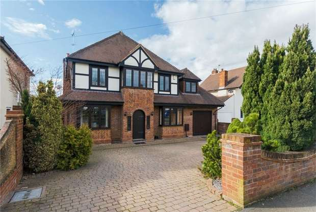 5 Bedrooms Detached House for sale in Syke Ings, Richings Park, Buckinghamshire