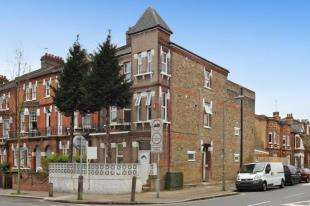 2 Bedrooms Flat for sale in Earlsfield Road, London