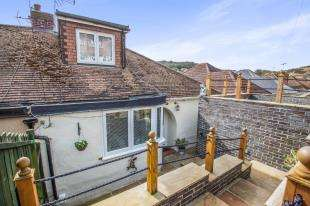 3 Bedrooms Bungalow for sale in Queens Avenue, Dover, Kent, .