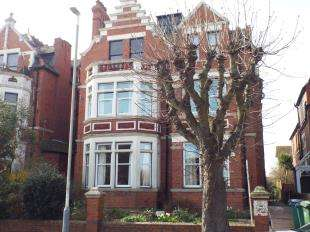 2 Bedrooms Flat for sale in Grimston Avenue, Folkestone, Kent, England