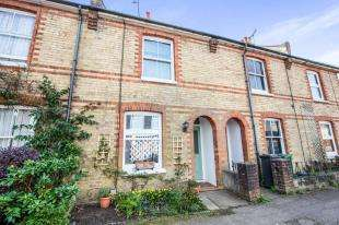 3 Bedrooms Terraced House for sale in Birkheads Road, Reigate, Surrey