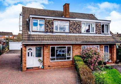 3 Bedrooms Semi Detached House for sale in Quantock Close, Bedford, Bedfordshire