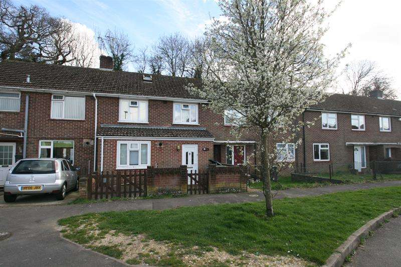 3 Bedrooms Terraced House for sale in Bondfields Crescent, Havant