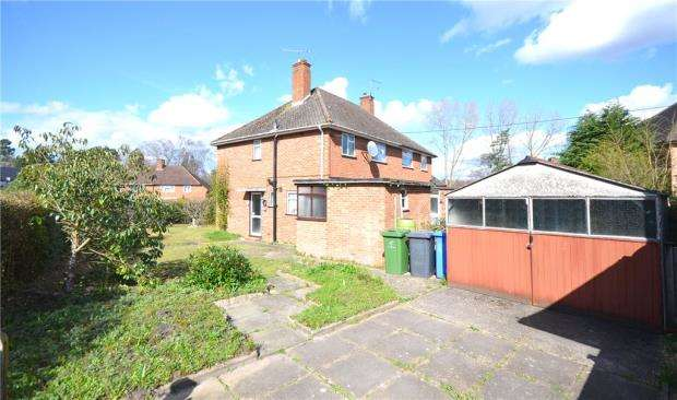 2 Bedrooms Semi Detached House for sale in Wickham Close, Church Crookham, Fleet