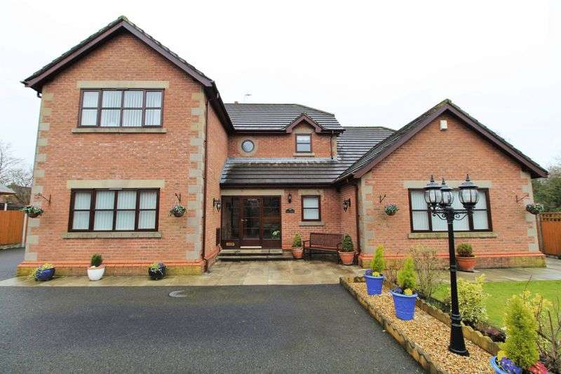 4 Bedrooms Detached House for sale in Oaklands Avenue, Tarleton, Preston