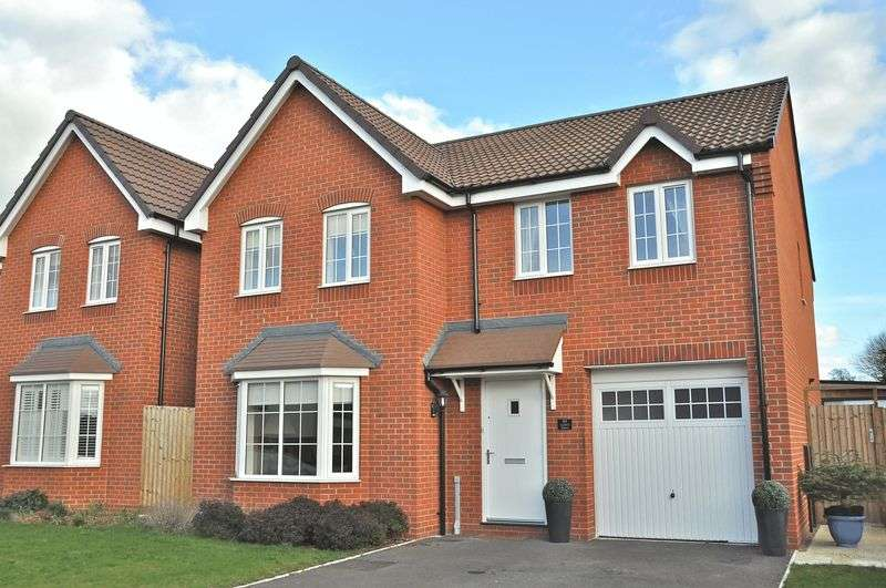 4 Bedrooms Detached House for sale in Crump Way, Evesham, WR11 3JG