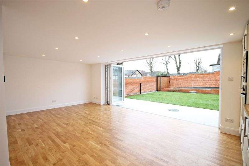 4 Bedrooms Detached Bungalow for sale in Ferrymead Avenue, Greenford