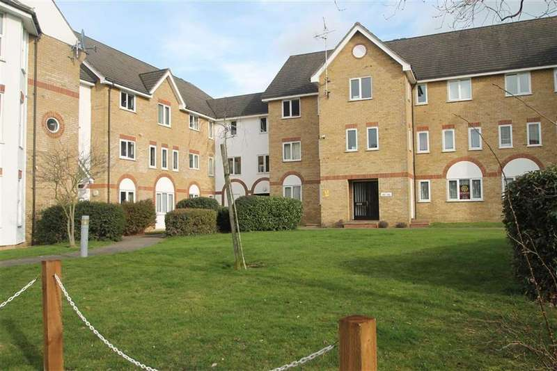 2 Bedrooms Apartment Flat for sale in The Pavilions, Cambridge Road, Southend On Sea