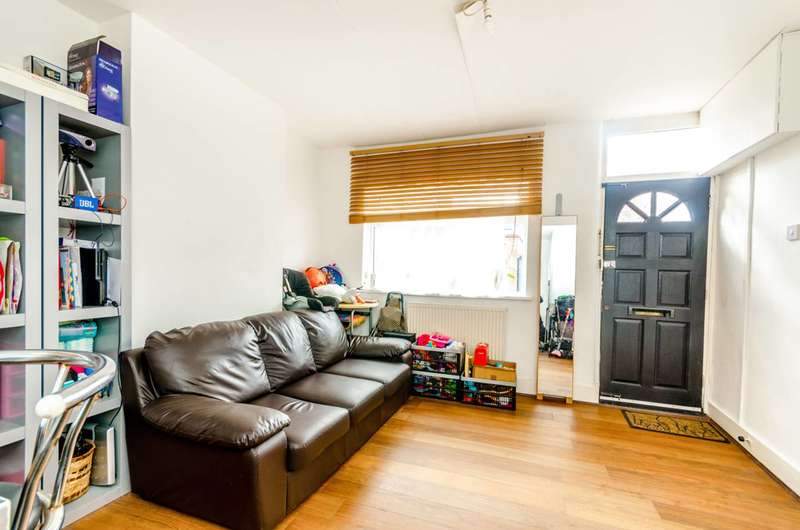 2 Bedrooms House for sale in Martha Road, Stratford, E15