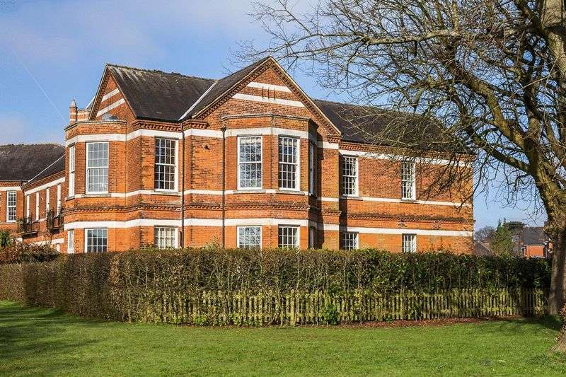 3 Bedrooms Flat for sale in Cayton Road, Netherne On The Hill, COULSDON, Surrey