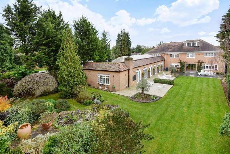5 Bedrooms Detached House for sale in Golf Side, Cheam