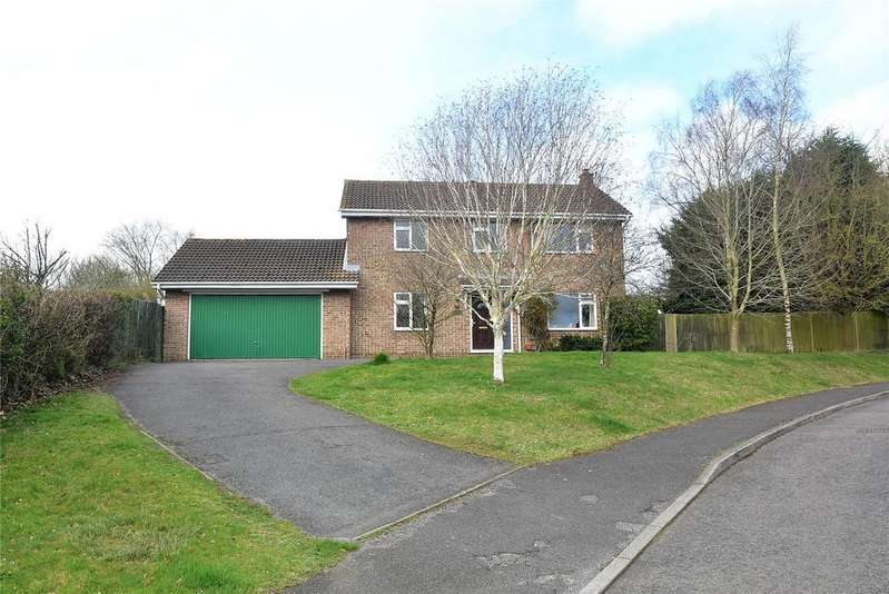 4 Bedrooms Detached House for sale in Hamble Drive, Tadley, Hampshire, RG26