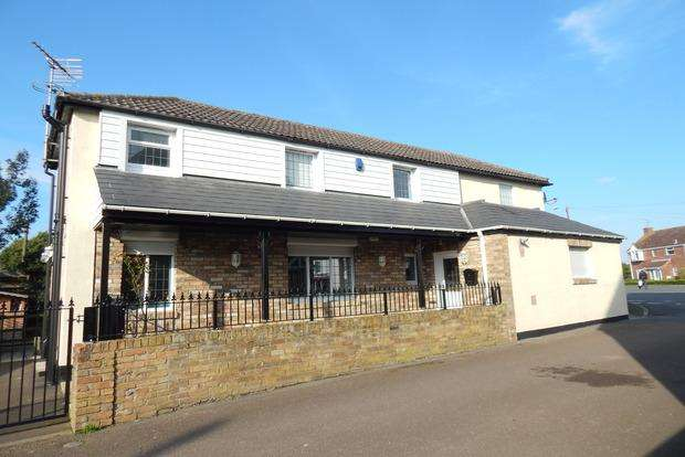 3 Bedrooms Detached House for sale in Bridge Street, Chatteris, PE16