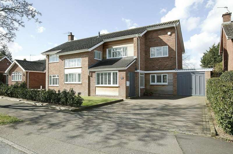 5 Bedrooms Detached House for sale in Brettingham Avenue, Cringleford