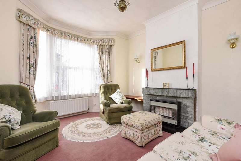 3 Bedrooms Semi Detached House for sale in Linden Crescent, Kingston upon Thames, KT1