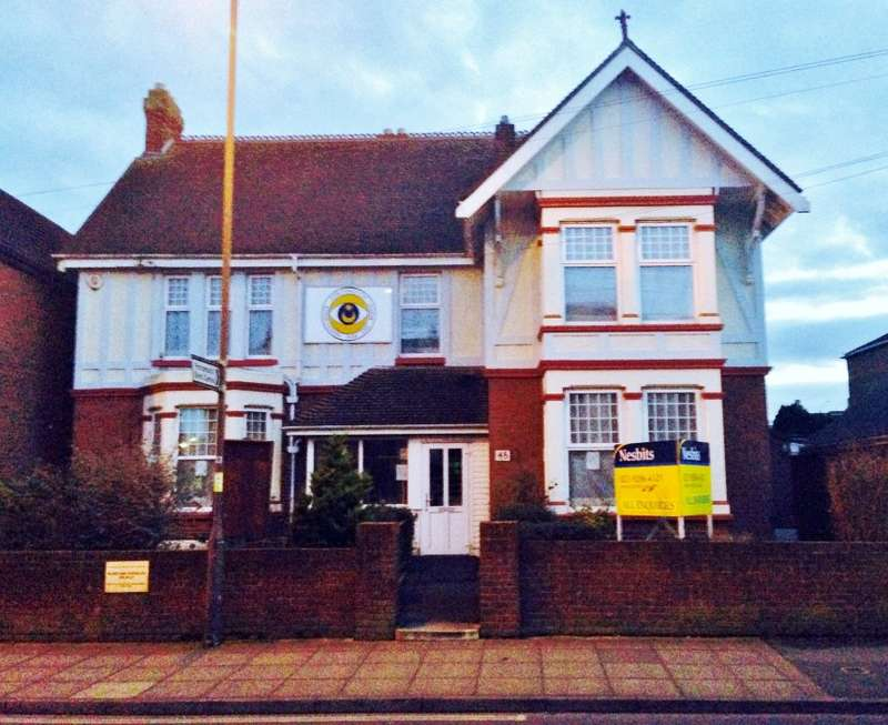 2 Bedrooms Detached House for sale in Stubbington Avenue, Portsmouth, Hampshire, PO2 0HY
