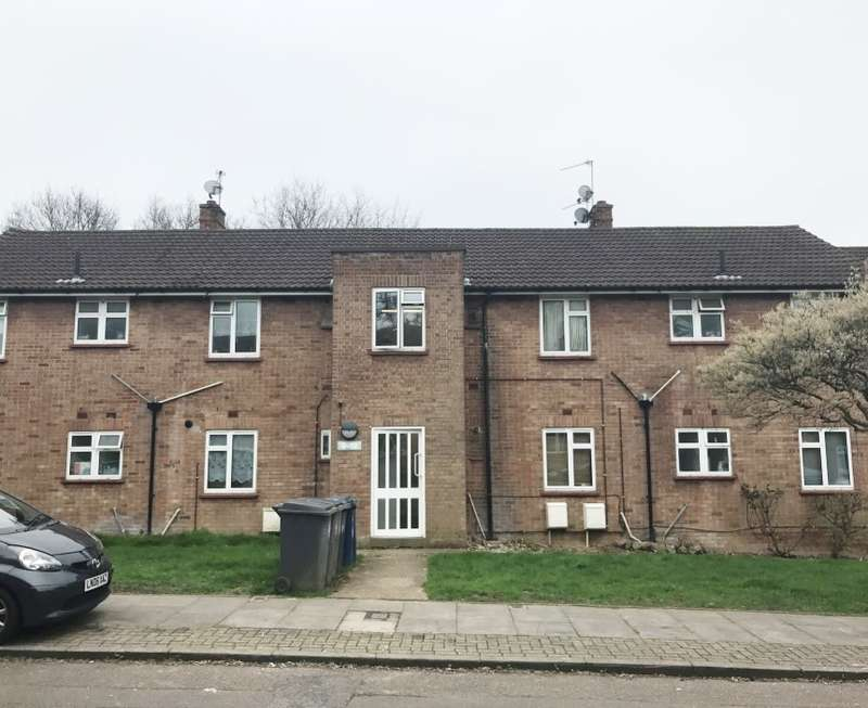 2 Bedrooms Flat for sale in Parnell Close, Edgware, Middlesex, HA8 8YE
