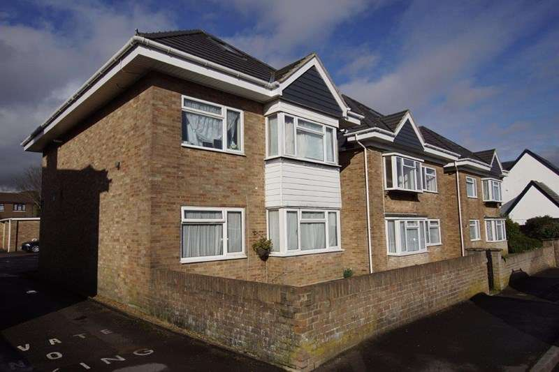 2 Bedrooms Flat for sale in Croft Road, Parkstone, Poole