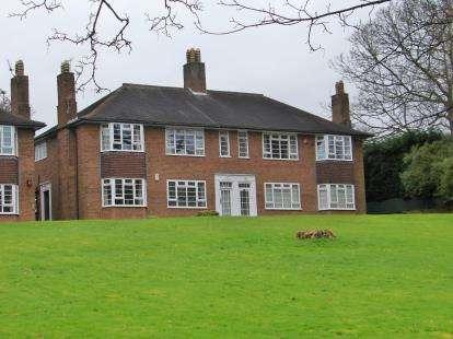 2 Bedrooms Flat for sale in Brampton Court, Brampton, Newcastle, Staffordshire