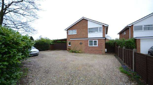 5 Bedrooms Detached House for sale in Crockhamwell Road, Woodley, Reading