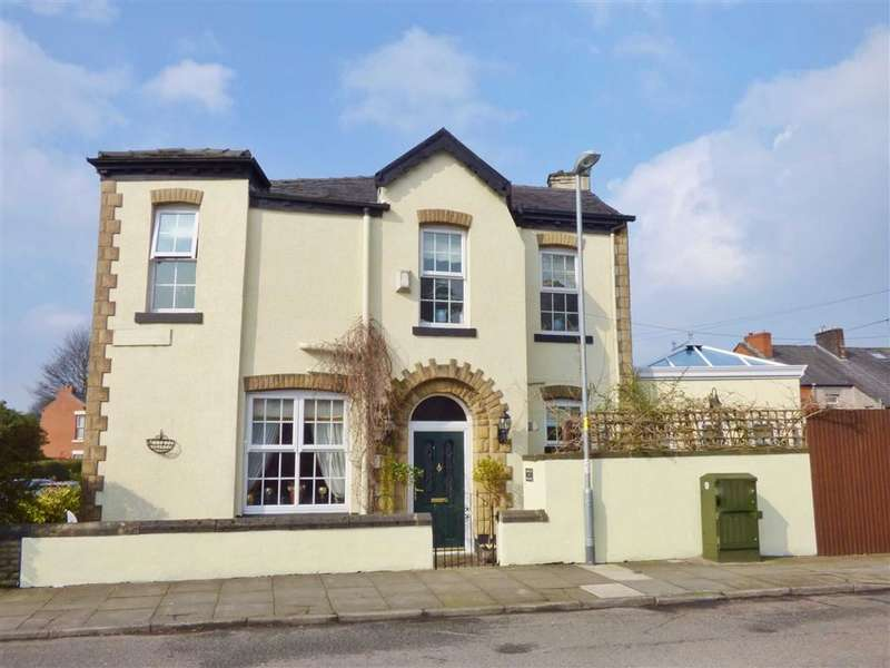 3 Bedrooms Property for sale in King Street, HEYWOOD, Lancashire, OL10