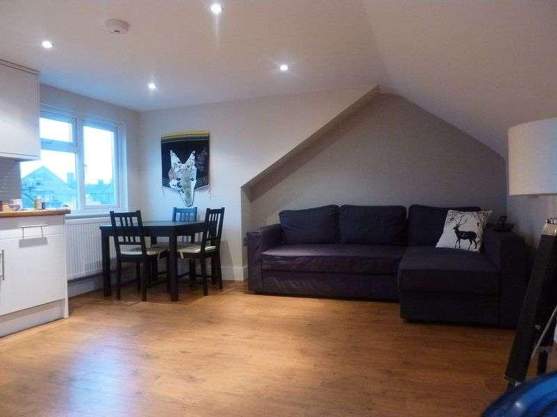 1 Bedroom Flat for sale in Carisbrooke Road, London, E17
