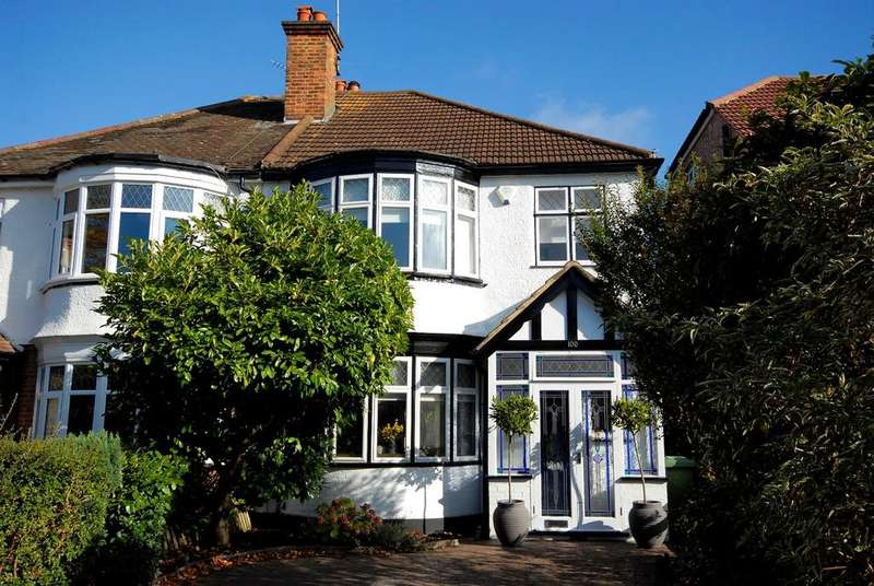 3 Bedrooms Semi Detached House for sale in Ravensbourne Avenue