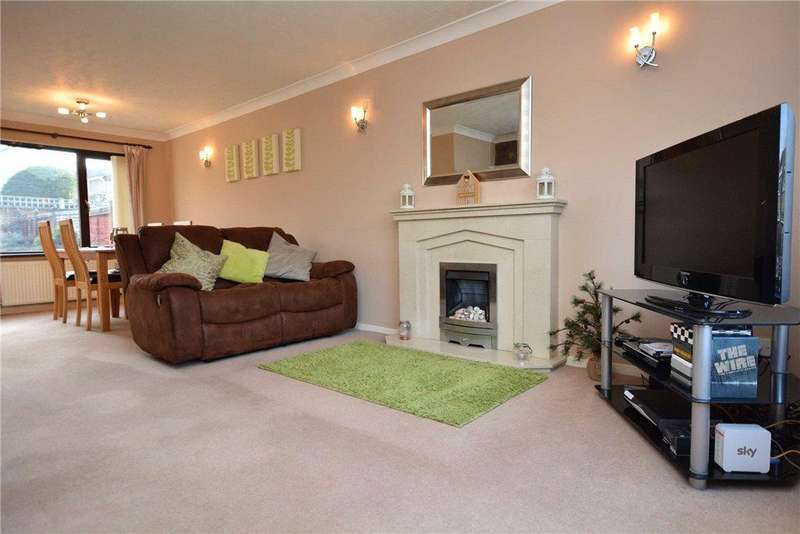 3 Bedrooms Semi Detached House for sale in Carr Wood Gardens, Calverley, Pudsey, West Yorkshire
