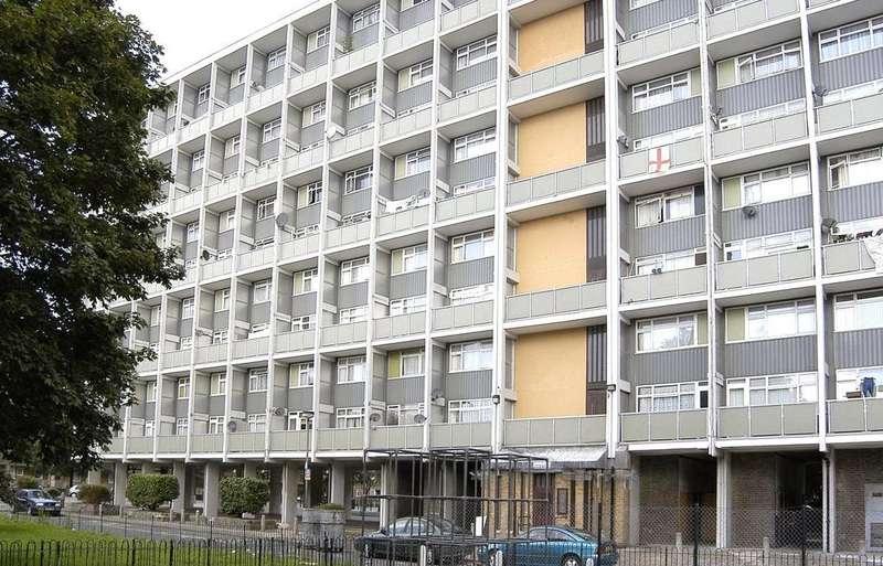 2 Bedrooms Flat for sale in Gouldman House, Wyllen Close, London, E1