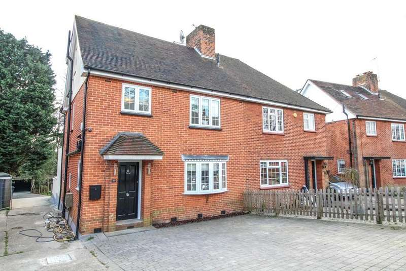 4 Bedrooms Semi Detached House for sale in La Plata Grove, Brentwood, Essex, CM14