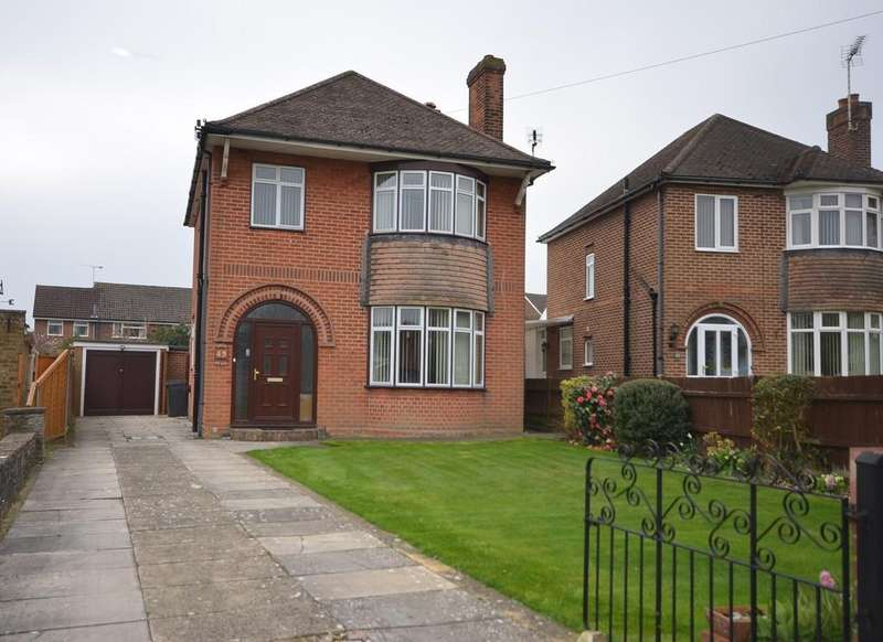 3 Bedrooms Detached House for sale in South Avenue, Farnham