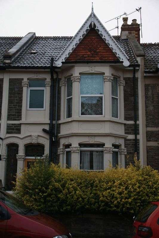 4 Bedrooms Terraced House for rent in 11 Brentry Road, Bristol