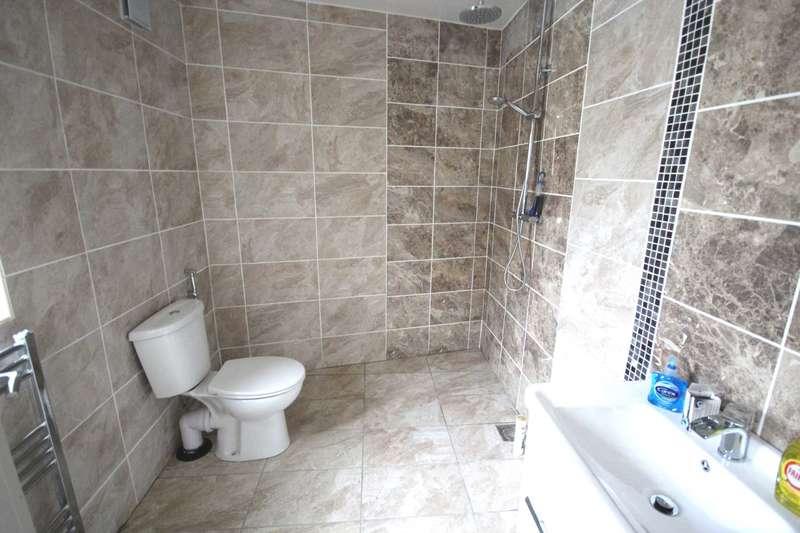 3 Bedrooms Terraced House for sale in Rishton Lane, Great Lever
