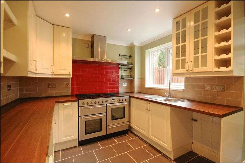 2 Bedrooms Semi Detached House for sale in Kestrel View, Weymouth, DT3