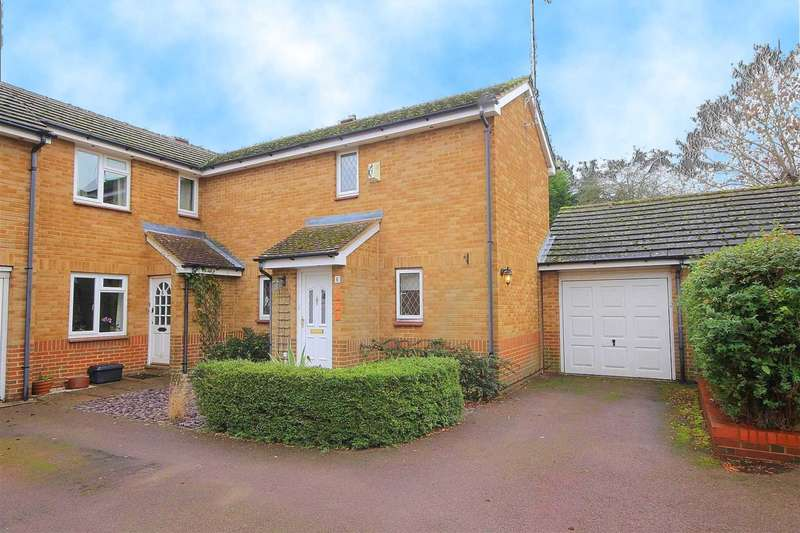 2 Bedrooms Semi Detached House for sale in 2 DOUBLE BED SEMI WITH GARAGE IN Yew Tree Drive, Bovingdon