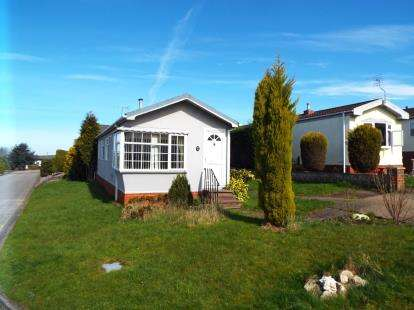 2 Bedrooms Mobile Home for sale in The Pines Homes Park, Huntington, Cannock