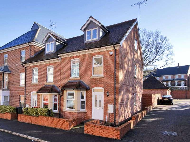3 Bedrooms House for sale in Stone Court, Worth, Crawley, West Sussex