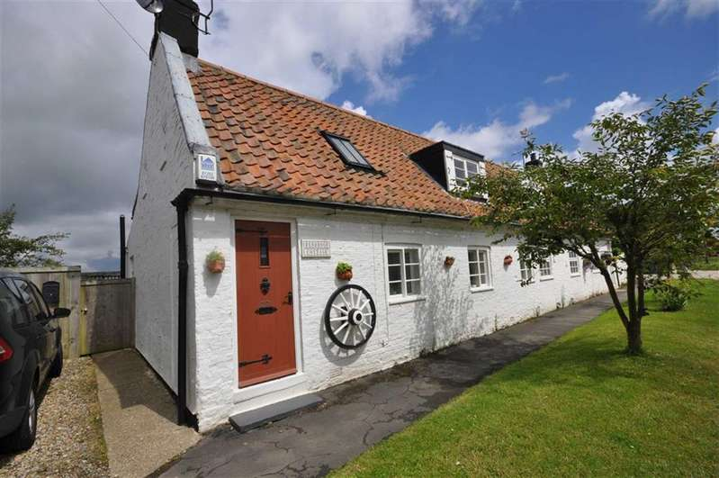 2 Bedrooms Cottage House for sale in Sands Lane, Barmston, East Yorkshire
