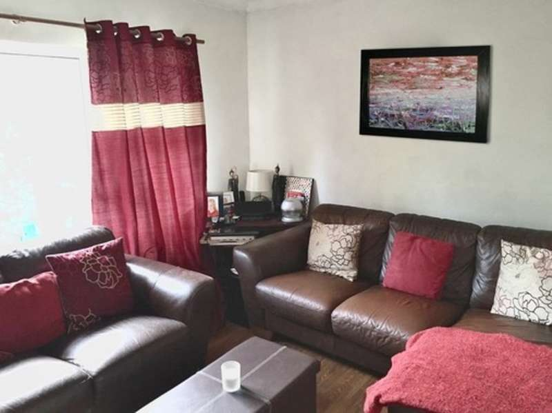 2 Bedrooms Flat for sale in Millfield, Bridgend
