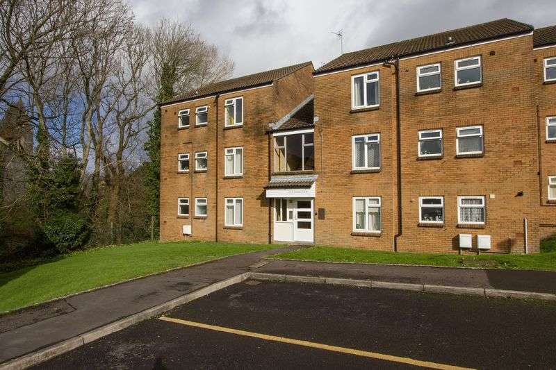 2 Bedrooms Flat for sale in Corinthian Close, Llandough