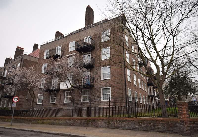 3 Bedrooms Flat for sale in New Park Road, London, London, SW2