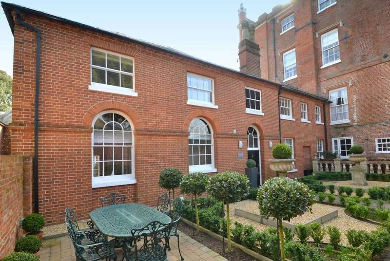 2 Bedrooms Town House for sale in Shannon House, Broke Hall, Nacton, Ipswich, Suffolk
