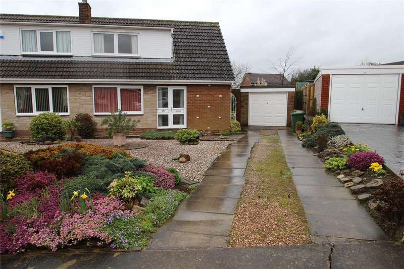 3 Bedrooms Semi Detached Bungalow for sale in Pine Tree Avenue, Pontefract, WF8