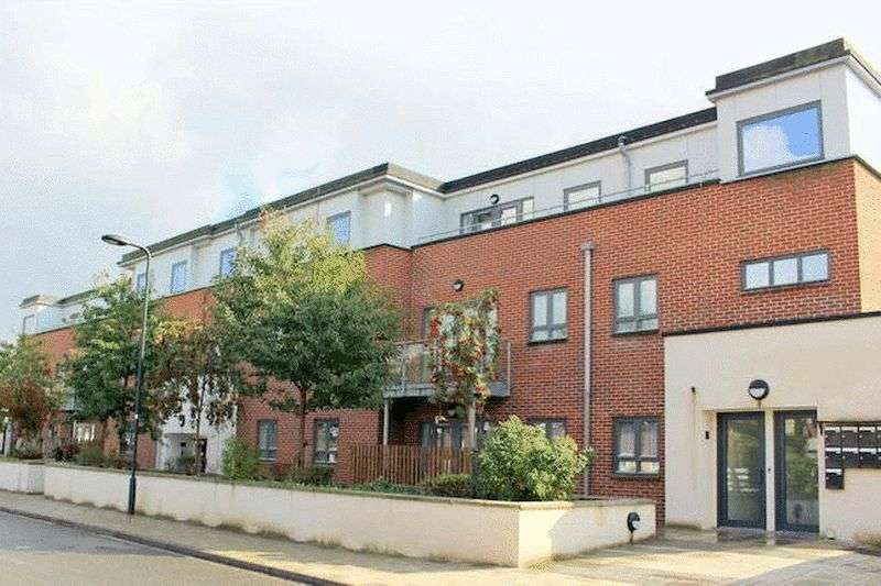 2 Bedrooms Flat for sale in Angelica Court, Sunningdale Gardens, Kingsbury, London, NW9 9PX