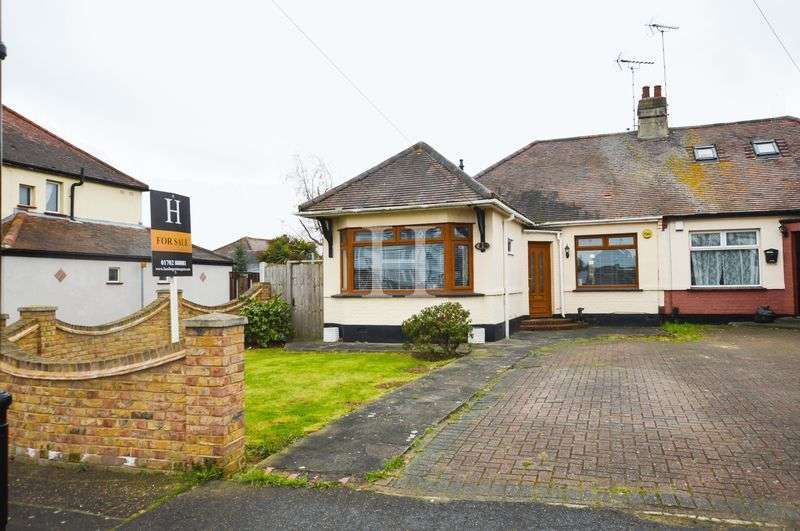 3 Bedrooms Semi Detached Bungalow for sale in Byrne Drive, Southend-On-Sea, Essex, SS2