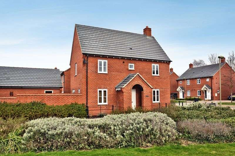3 Bedrooms Semi Detached House for sale in Rookery Court.