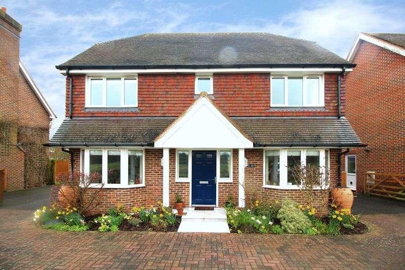 4 Bedrooms Detached House for sale in The Hemsleys, Crawley