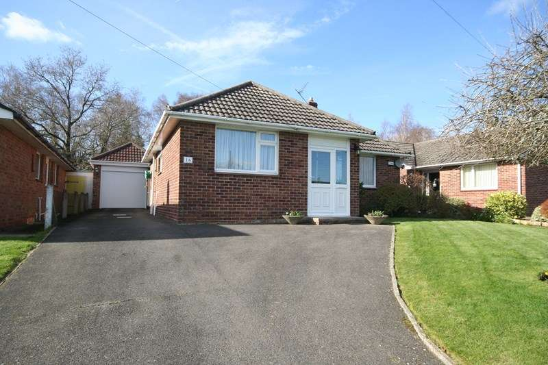 2 Bedrooms Detached Bungalow for sale in Stoborough Drive, Broadstone