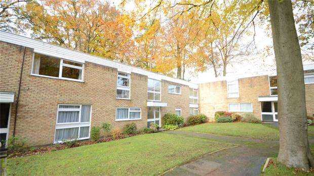 3 Bedrooms Apartment Flat for sale in Stanton Drive, Fleet, Hampshire
