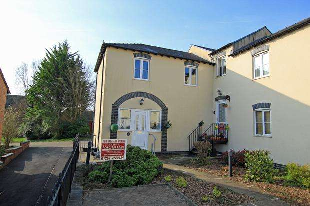 2 Bedrooms Terraced House for sale in Llys Ystrad, Johnstown, Carmarthen, Carmarthenshire